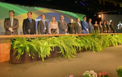 Luana representa presidentes das assembleias do Brasil na abertura da Unale