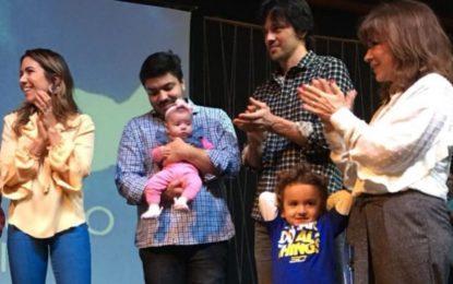 Patricia Abravanel consagra sua filha em igreja evangélica