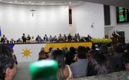 Senador Ataídes participa de posse de Mauro Carlesse ao governo do Estado