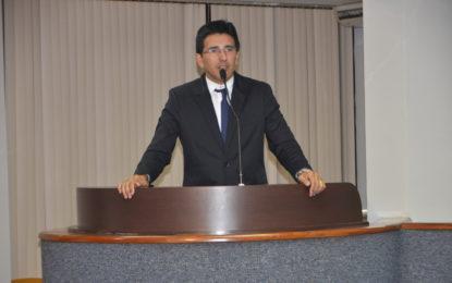 Vereador Júnior Geo cobra solução para problemas causados pelo ex-prefeito Amastha durante a greve dos professores