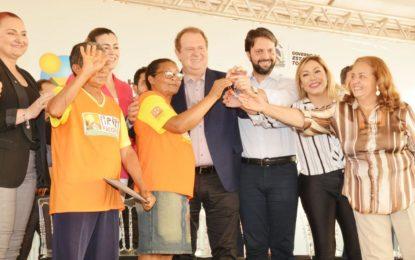 Deputados participam da entrega de obras do Minha Casa Minha Vida em Palmas