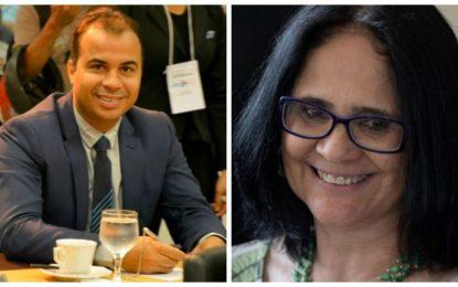 Vereador Filipe Martins cumprimenta pastora Damares por indicação para Ministério da Família